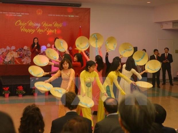 La diaspora vietnamienne a l'etranger accueille le Tet traditionnel de l'Annee du Coq hinh anh 1