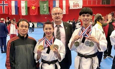 Taekwondo : le Vietnam gagne quatre medailles d'or en France hinh anh 1