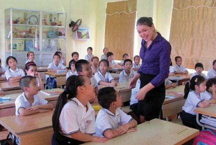 Khanh Hoa: des enseignants etrangers enseignent l'anglais dans les ecoles primaires hinh anh 1