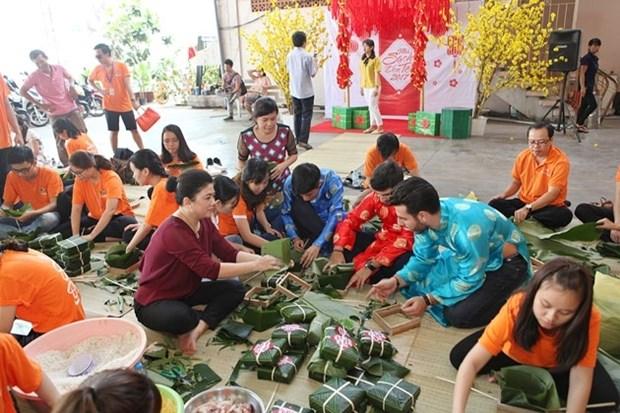 HCM-Ville: Des «banh chung» pour les personnes demunies hinh anh 1