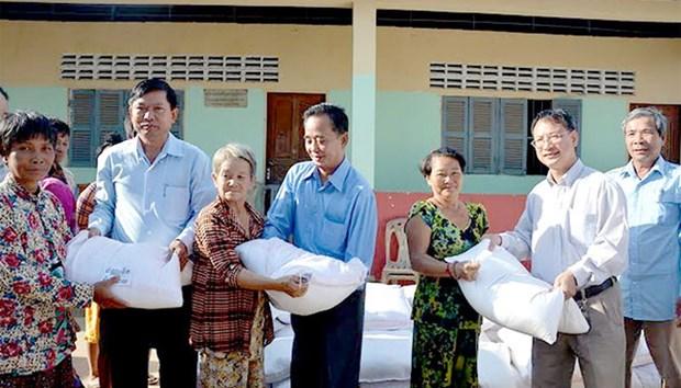 Des cadeaux pour des familles des Viet kieu demunis au Cambodge hinh anh 1