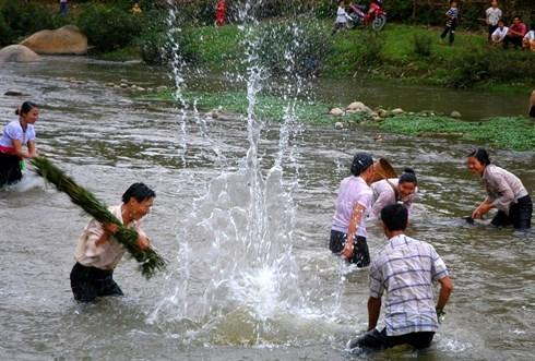 La fete de l'eau des Thai a Lai Chau hinh anh 4