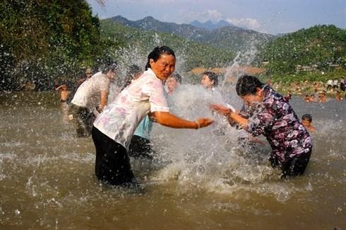 La fete de l'eau des Thai a Lai Chau hinh anh 3