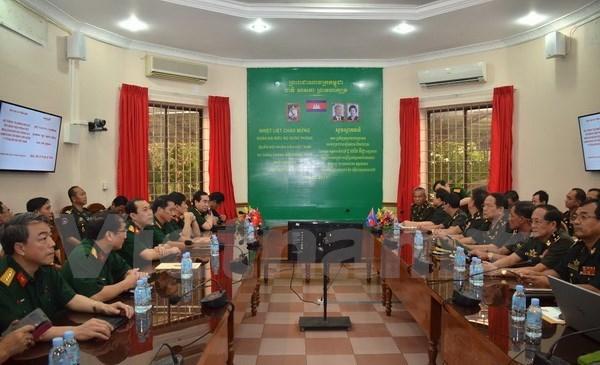 Le Vietnam remet au Cambodge un systeme de telemedecine hinh anh 1