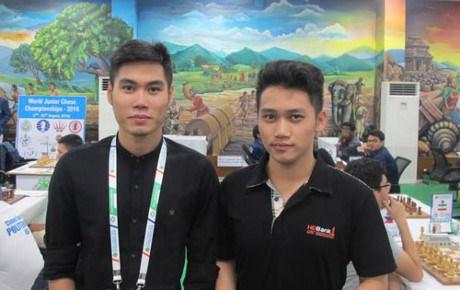 Les deux joueurs vietnamiens au Festival international d'echecs