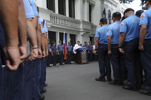 Philippines : Pres de 100 policiers revoques pour usage de drogue hinh anh 1