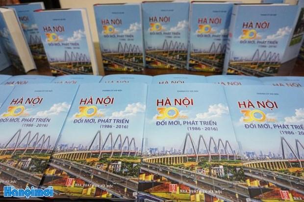 Publication du livre « Hanoi-30 ans de Renouveau et de developpement (1986-2016) » hinh anh 1