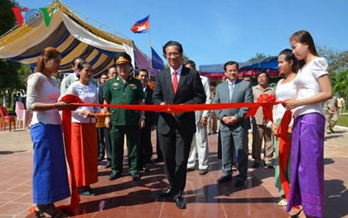 La restauration du monument de l'amitie Vietnam-Cambodge dans la province de Takeo achevee hinh anh 1