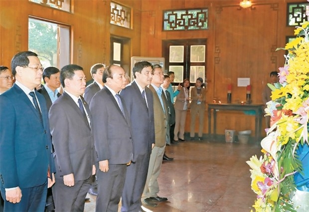 Le PM rend hommage au President Ho Chi Minh a Nghe An hinh anh 1