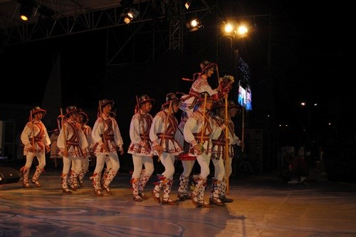 Presentation de danses folkloriques roumaines au Vietnam hinh anh 1