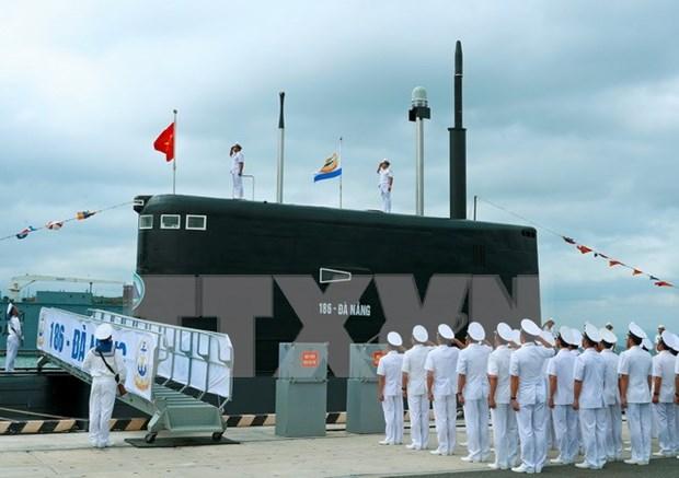 Ceremonie de lever des couleurs sur deux nouveaux sous-marins hinh anh 1