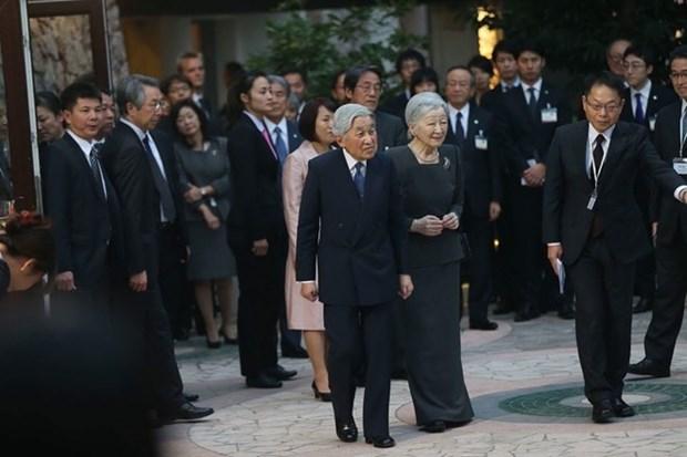 L'empereur japonais et son epouse rencontrent des volontaires de la JICA au Vietnam hinh anh 1