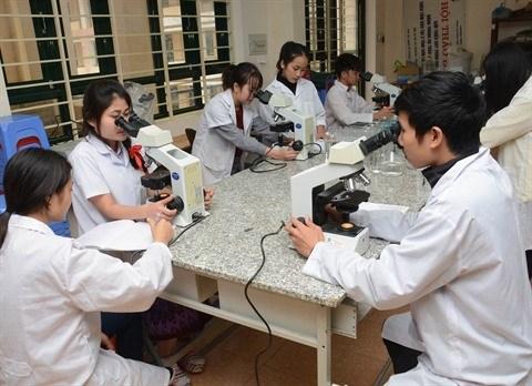 Plusieurs Vietnamiens partent travailler a l'etranger hinh anh 1
