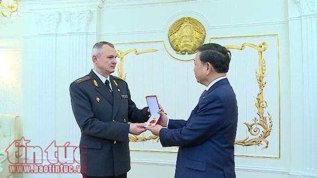Le ministre vietnamien de la Securite publique participe au centenaire de la police bielorusse hinh anh 1
