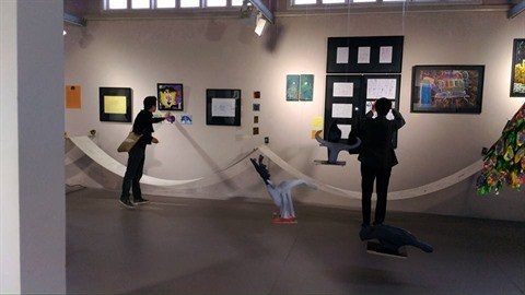 Peinture : une soixantaine d'œuvres d'artistes autistes exposees a Hanoi hinh anh 1