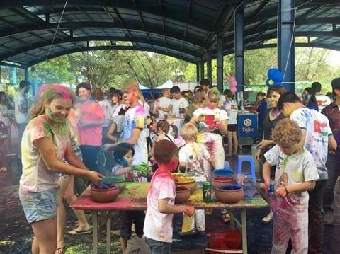 Holi : bataille de pigments a Hanoi hinh anh 1