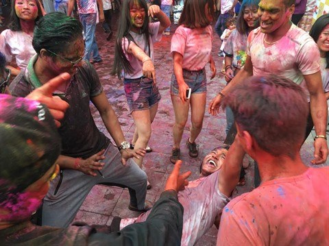 Holi : bataille de pigments a Hanoi hinh anh 2