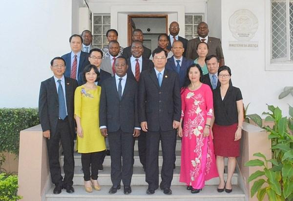 Une delegation du Parquet populaire supreme en visite a Mozambique hinh anh 1