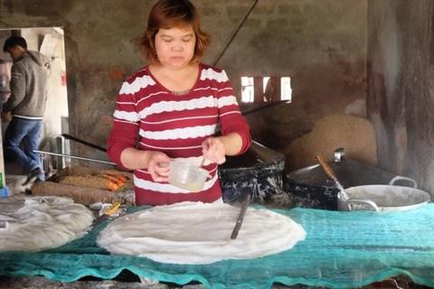 Le Mi Quang a bon marche pour les travailleurs demunis hinh anh 1