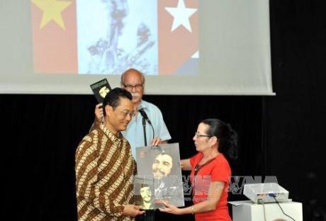 La Reunification nationale celebree a Cuba et en Malaisie hinh anh 1