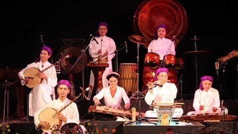 Rencontre avec des musiciens traditionnels a Thanh Hoa hinh anh 1