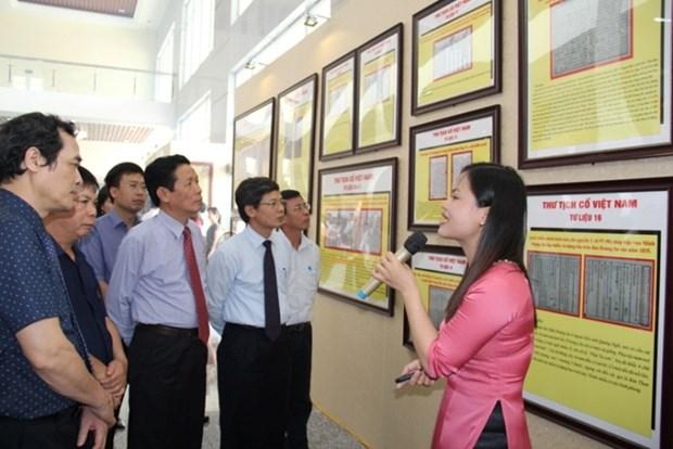 Exposition sur Hoang Sa et Truong Sa du Vietnam a Hung Yen et Hoi An hinh anh 1