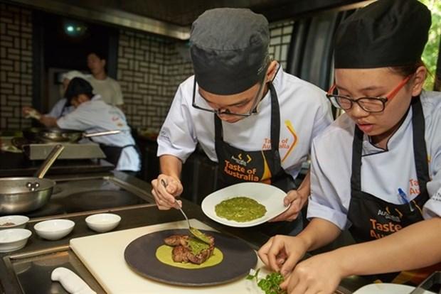 Deux eleves de Hanoi gagnent la competition culinaire