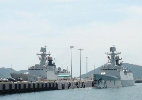 Deux navires de la Marine chinoise au port de Ho Chi Minh-Ville hinh anh 1