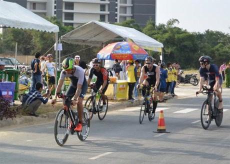 Pres de 1.400 sportifs au Triathlon VNG Ironman 70.3 Vietnam 2017 a Da Nang hinh anh 1