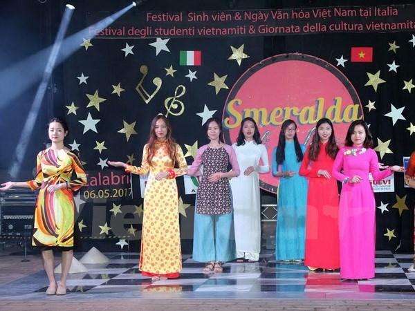 Le festival des etudiants vietnamiens en Italie hinh anh 1