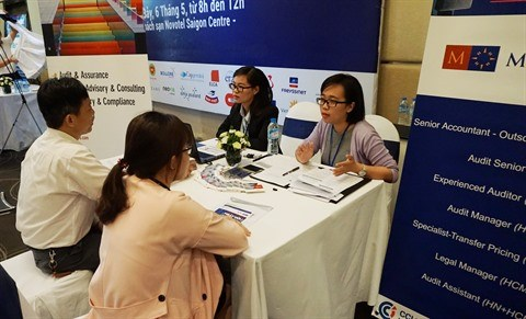 De nombreuses opportunites d'emploi au Salon du travail France - Vietnam 2017 hinh anh 1