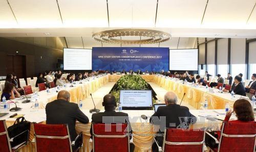 Cloture de la conference du reseau des centres d'etudes de l'APEC hinh anh 1