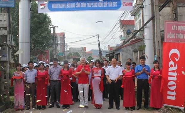 Canon Vietnam illumine des routes rurales dans la province de Bac Giang hinh anh 1