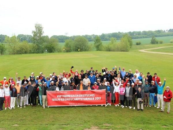 Pres de 100 golfeurs au tournoi d'amitie Allemagne-Vietnam hinh anh 1