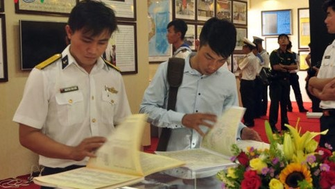 Exposition «Hoang Sa, Truong Sa du Vietnam - Les preuves historiques et juridiques» a Dong Nai hinh anh 1