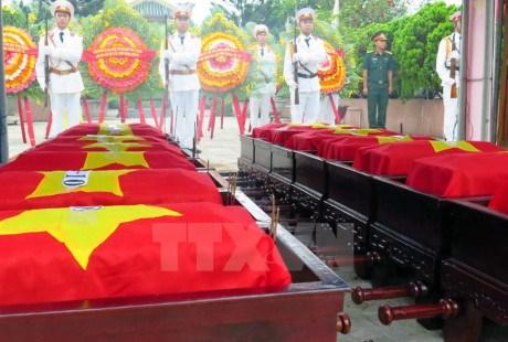 Thua Thien-Hue : inhumation des restes de soldats tombes au Laos hinh anh 1