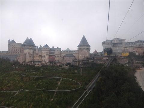 Un village francais modele reduit sur le mont Ba Na hinh anh 1