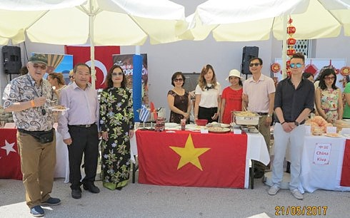Le Vietnam present a la Foire caritative internationale en Grece hinh anh 1