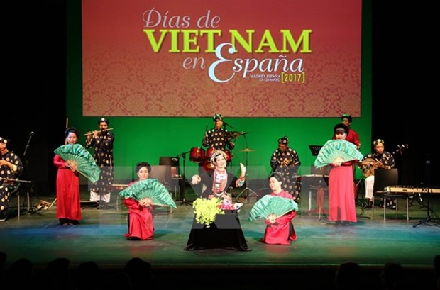 Ouverture de la Journee vietnamienne en Espagne 2017 hinh anh 1
