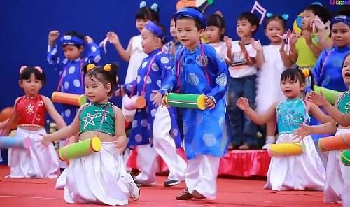 Les enfants avec la culture traditionnelle des ethnies vietnamiennes hinh anh 1
