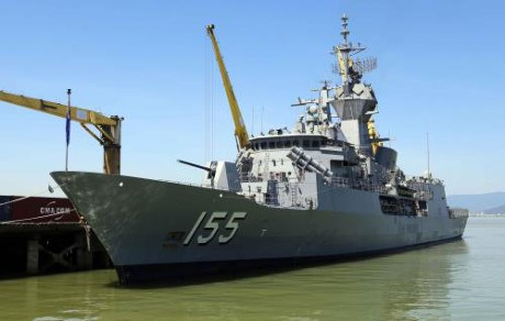 Un navire de la Marine royale australienne a Da Nang hinh anh 1
