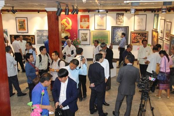 Une exposition artistique pour marquer les relations diplomatiques Vietnam-Laos hinh anh 1
