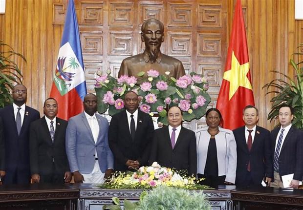 Le PM Nguyen Xuan Phuc recoit le president du Senat de la Republique d'Haiti hinh anh 1