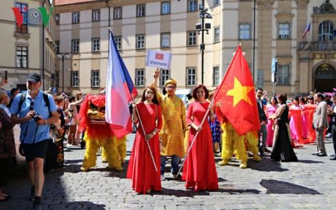 Les Tcheques s'interessent a la culture vietnamienne hinh anh 1