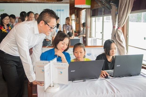 Quang Ninh: Formation en TIC pour l'autonomisation des jeunes de villages littoraux hinh anh 1