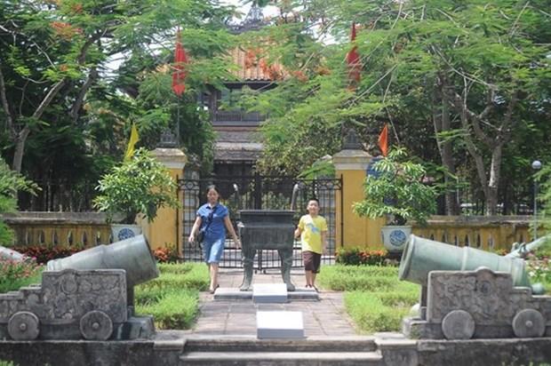 Les vetements indecents interdits sur les sites de Hue hinh anh 1