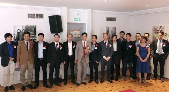 Le Consortium europeen d'experts vietnamiens sur les hautes technologies se presente au public hinh anh 1