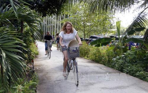 Forte hausse du nombre de touristes etrangers au premier semestre hinh anh 1