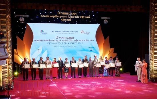 Des voyagistes vietnamiens de premier rang a l'honneur hinh anh 1