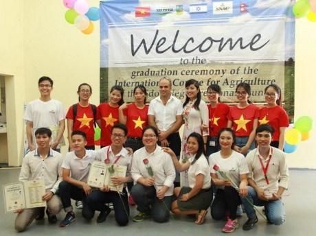 Des etudiants vietnamiens diplomes d'un cours de formation en agriculture en Israel hinh anh 1
